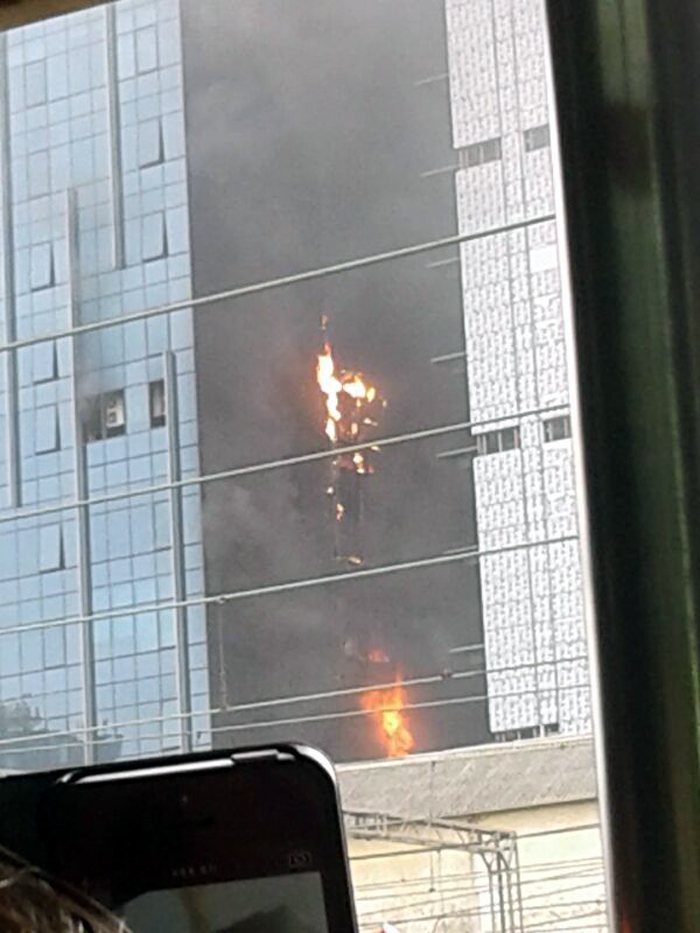 मुंबईत एल्फिटन्स नमन टॉवरला आग