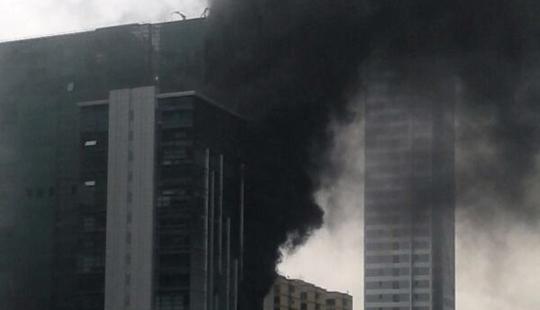 एल्फिटन्स येथील नमन टॉवरला मोठी आग
