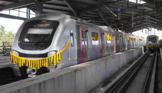 मुंबईकरांसाठी मेट्रो आजही `नववधू प्रिया`